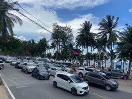 Traffic on Bang Saen Beach Road