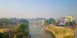 Chinese Swim Moei River