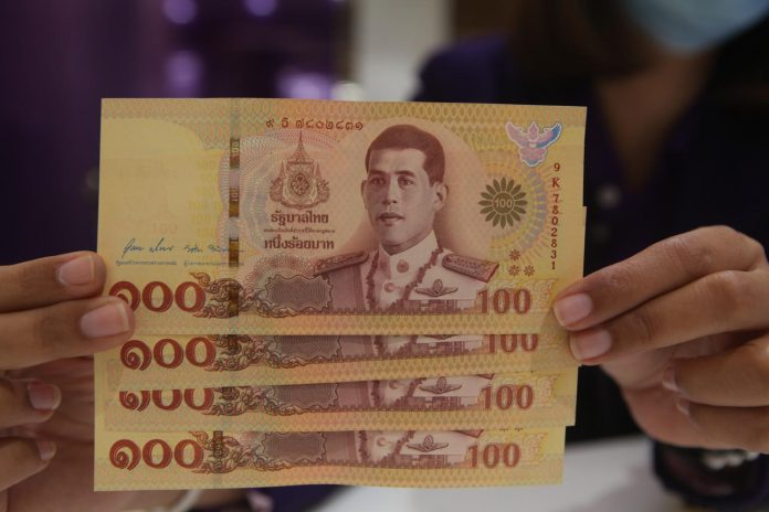 Lookalike 100 Baht Notes