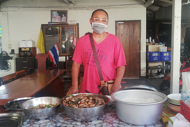 Restaurant Offers Free Food To Jobless in Chiang Mai