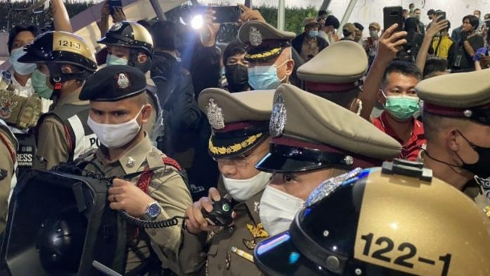 Bangkok Protesters Clash With Police
