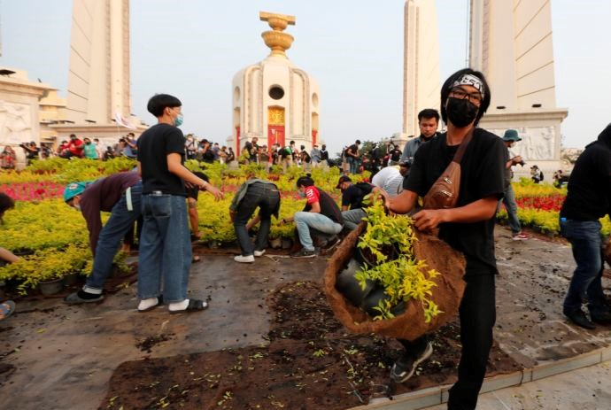 Activists Remove Plants Before Rally